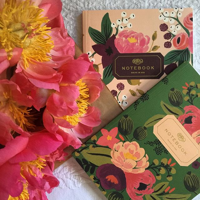 The most GORGEOUS peonies from fab Singapore florist Flower Matters, what a happy start to the weekend! Couldn't resist taking a quick snap with beautiful notebooks from Rifle Paper Co as they looked like they were made for each other!#flowermatters #riflepaperco #peonies #beautiful #beautifulstationery #stationeryaddict #beautifulflowers #stationery