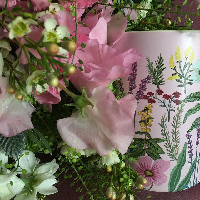 Floral perfection from @flowermatters including my favourite sweet peas - thank you Grace! ️ Shown with a heavenly candle from the beautiful new collection of @riflepaperco #riflepaperco #flowers #flowerstagram #sweetpeas #luxurycandles #candles #beautiful #thatsdarling